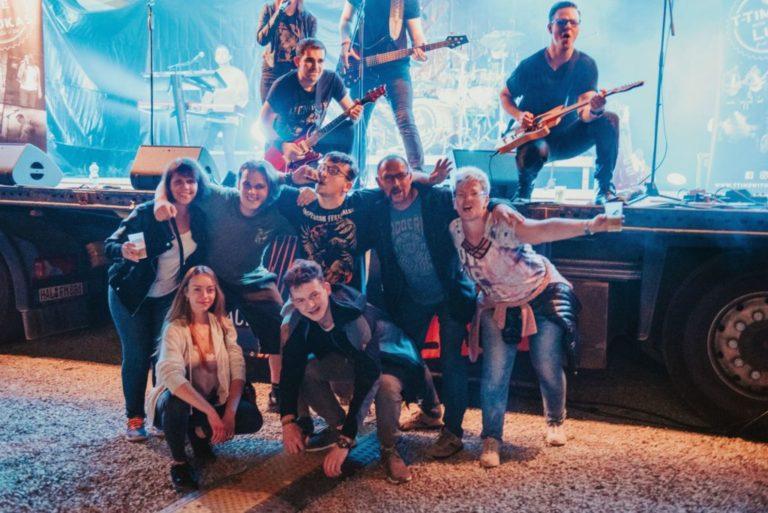 Band mit Fans